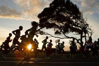 Sin da bambina la paralisi cerebrale le impedisce di camminare, oggi corre in una maratona