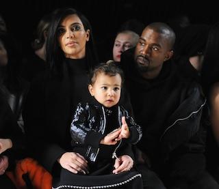 North West a 2 anni veste come una rock star: abiti neri e chiodo per la figlia di Kim