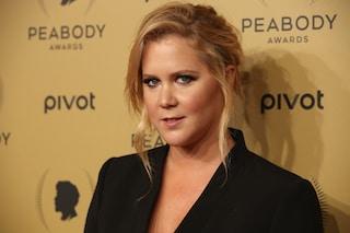 """La ribellione di Amy Schumer: """"Non sono grassa, non chiamatemi plus-size"""""""