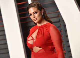Ashley Graham improvvisa un balletto sexy in lingerie e manda in delirio i fan