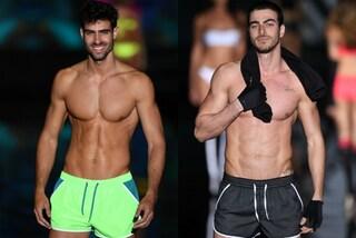 Muscoli e addominali scolpiti in passerella: i modelli sexy di Calzedonia