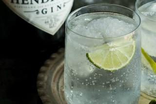Vuoi combattere le rughe? Basta bere un bicchiere di gin