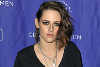 Kristen Stewart cambia stile: il look con capelli platino