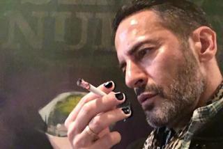 Smalto da uomo: Marc Jacobs lancia la nuova tendenza sui social