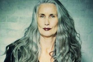 A 56 anni posa in lingerie: vuole essere un modello per le donne di tutte le età