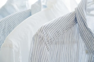 Come pulire i colletti delle camicie