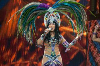 Cher: 70 anni di look indimenticabili