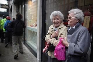 Le vedove sono più felici delle donne sposate: la morte del coniuge le rende forti
