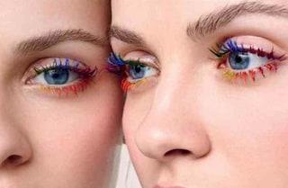 Rainbow lash: le ciglia si tingono con i colori dell'arcobaleno