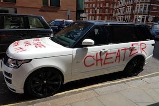 Lui la tradisce, lei si vendica rovinandogli l'auto da migliaia di sterline