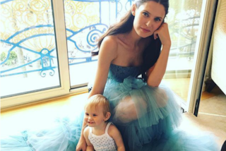 Bianca Balti mamma modello: a Cannes con la piccola Mia prima di sfilare sul red carpet