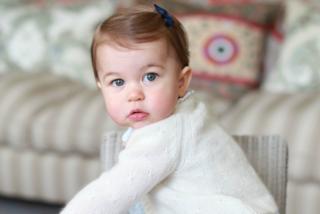 Charlotte Elizabeth Diana compie un anno ed è già principessa di stile