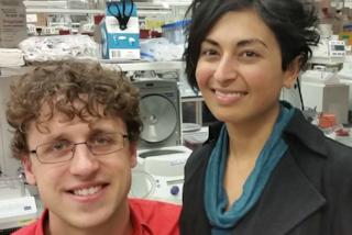Ha una malattia incurabile, si iscrive ad Harvard con il marito per trovare una cura