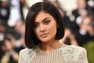 Vuoi la pelle perfetta come Kylie Jenner? Ecco il suo segreto di bellezza