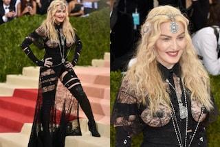 Capezzoli coperti e sedere in mostra: il look estremo di Madonna al Met Gala 2016