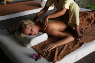 Il massaggio con morso, la terapia rilassante che impazza tra le star