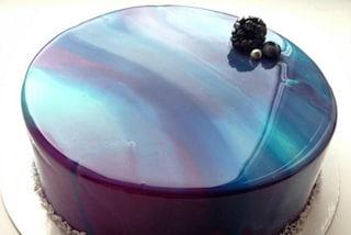 Torte che sembrano di marmo: le splendide creazioni fatte con la glassa