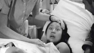 Fa una scoperta shock in sala parto e lo scatto diventa virale