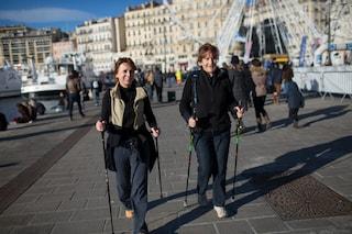 Nordic Walking, la camminata con i bastoncini che fa bene al cuore e rafforza i muscoli
