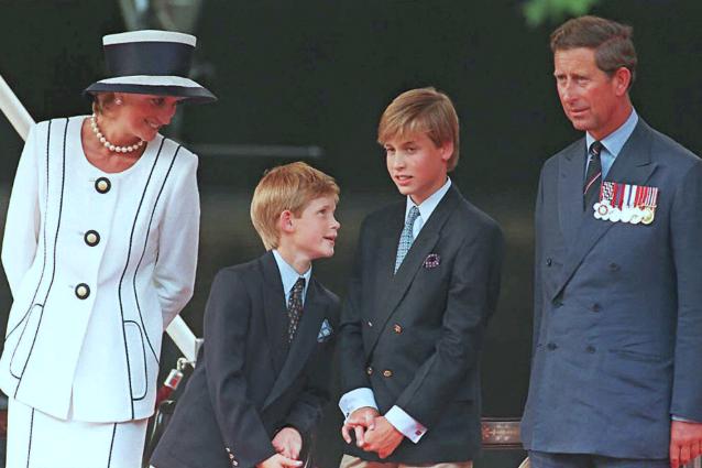 Lady Diana con i figli Henry e William e il marito Carlo