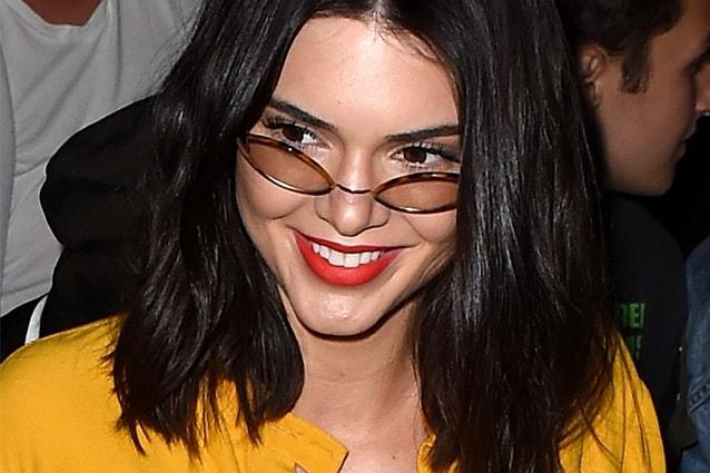 Kendall ha scelto uno dei tagli più hot del momento, comodo e davvero  versatile il long bob, la versione più lunga del bob che solitamente  arriva