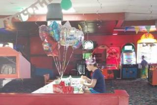 Lasciata sola al 18esimo compleanno perché autistica: il web si mobilita per lei