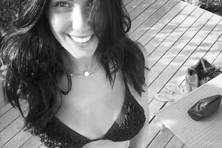 Federica Nargi mostra il pancione, la foto in bikini fa impazzire i social