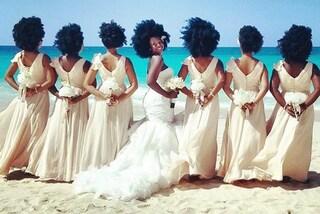 Sposa e damigelle fanno impazzire i social: i loro capelli vaporosi diventano virali
