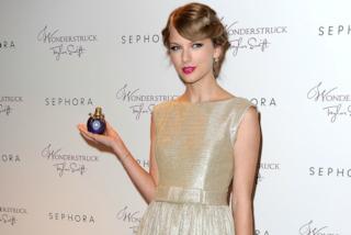 Revlon compra il marchio che ha prodotto i profumi di Taylor Swift e Britney Spears