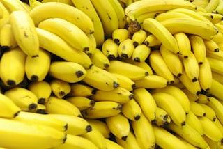 Il rimedio naturale per combattere l'insonnia? Bere una tisana alla banana