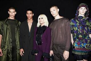 Donatella Versace omaggia Prince: alla Milano Fashion Week gli abiti ispirati alla star