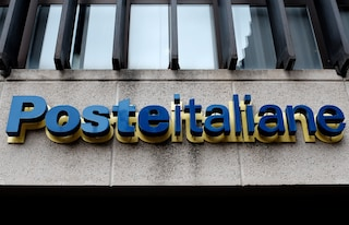 Poste italiane cambia look: la studentessa disegna le nuove divise per i portalettere