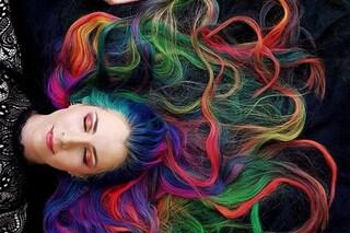Rapunzel ha i capelli multicolor: ecco la chioma lunghissima di Trisha