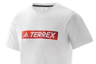 Una T-shirt con la plastica recuperata dagli oceani: il progetto innovativo di adidas