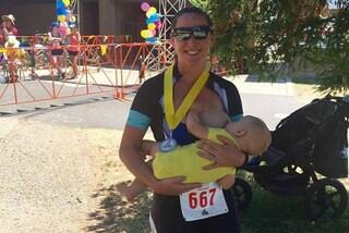 Partecipa a una maratona di 16 miglia allattando il figlio neonato, la storia di Katrina