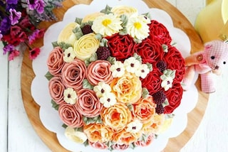 Floral cake: le torte nuziali decorate con i fiori freschi