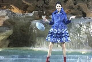 Kendall Jenner scatenata a Roma: la top balla sulla Fontana di Trevi