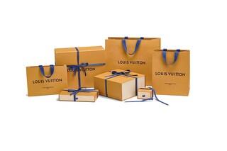 Dal color cioccolato alla tonalità zafferano: Louis Vuitton cambia il packaging