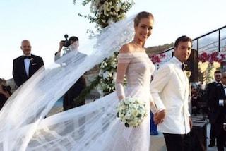 Ana Beatriz Barros sposa: la supermodella meravigliosa in bianco con l'abito trasparente