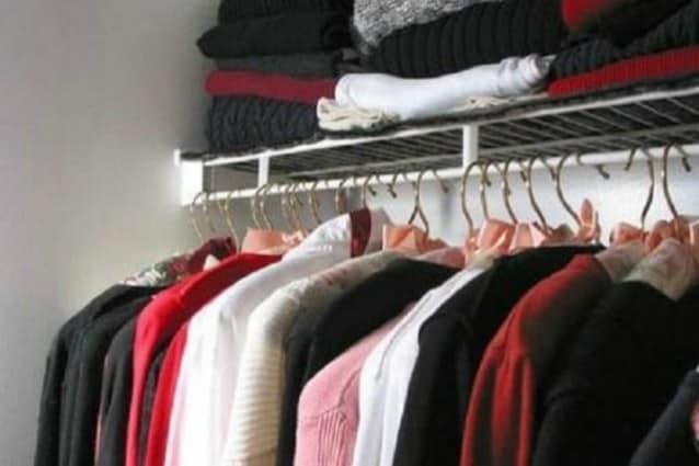i rimedi naturali per eliminare l'odore di muffa da cassetti e armadi