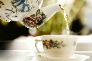 Un tè nel parco: il dolce gesto della bimba per ringraziare il poliziotto che l'ha salvata
