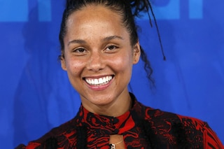 Alicia Keys dice no al make up e sfila struccata agli MTV VMA 2016