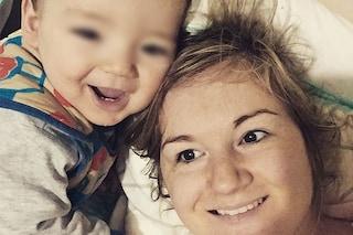 Perde la vista dopo il parto: la mamma coraggio che affronta la vita con il sorriso