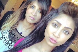 Chi è la madre e chi la figlia? In discoteca le scambiano per sorelle