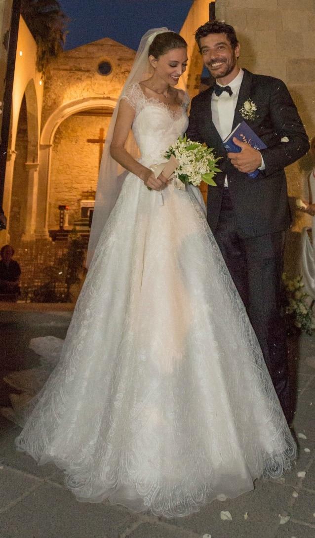 Abiti Da Sposa Armani.Margareth Made Elegantissima In Bianco Armani Ha Firmato I Suoi