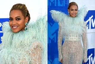 Trasparenze e ali piumate: l'eccentrico look di Beyoncé agli Mtv VMA 2016