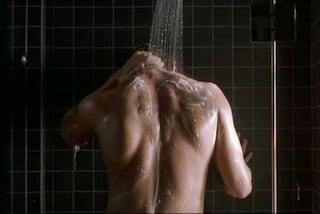 17 anni a dormire, 2 anni a fare docce: ecco come spendiamo il nostro tempo