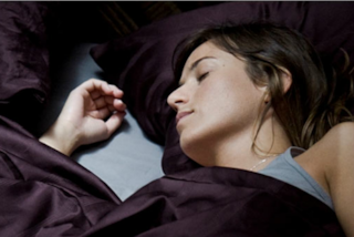 In che posizione dormi? Ecco a quale problema potresti andare incontro