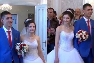 Matrimonio doppio: 2 coppie di gemelli si sposano nello stesso giorno con gli stessi abiti