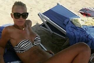 lary Blasi in bikini dopo la gravidanza: la prova costume è superata